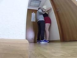 camara espia escondida en la habitacion de un hotel graba a una pareja practicando sexo GUI110