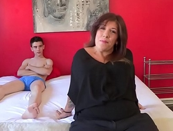 It had to happen: married mom Estrella desperately wants to taste Jordi'_s cock