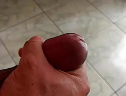 Tocando uma punheta para a amiga do whatsapp