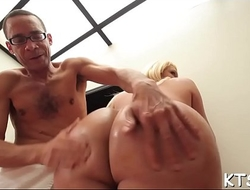 Sexy shemale enjoys tough fuck