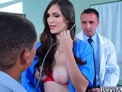 (Holly Michaels) Hot Patient Come To Doctor And Get Nailed Hardcore movie-08