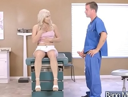 (Julia Ann &amp_ Kylie Page) Hot Patient Come To Doctor And Get Nailed Hardcore movie-12